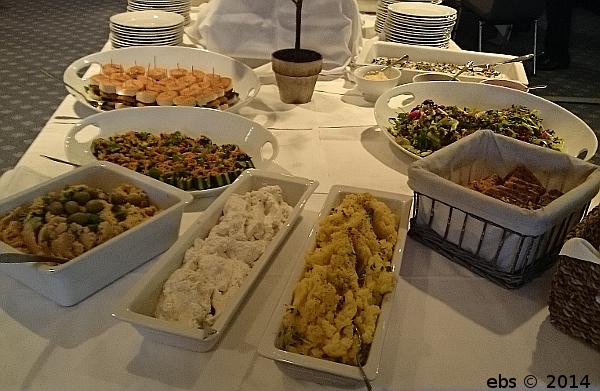 Litt av maten vi kunne velge fra på det veganske julebordet.